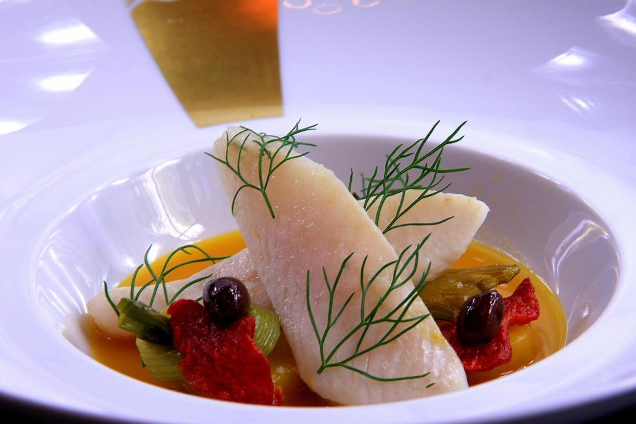 Saint-Pierre en filet au fumet de poissons de roche safrané