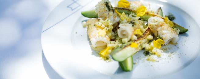 Concombres grillés, pomme-citron, calamars de nos côtes