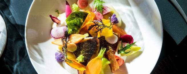Daurade royale de Méditerranée en aïoli de légumes d'ici, bouillon de favouilles